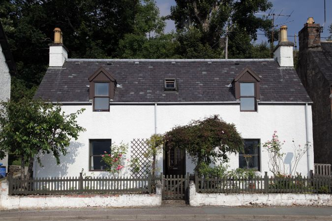 Duart Cottage is a traditional detached Highland cottage situated in in the centre of Lochcarron village and close to local amenities.