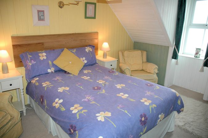 Roseate Cottage has 2 bedrooms and will sleep up to 4 people.
